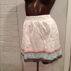 Cute little white skirt!